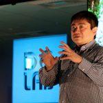 伊藤穰一と村井純が考察する、ブロックチェーンの未来